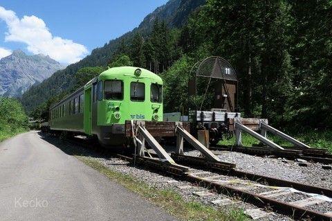 勒奇山基線隧道列車