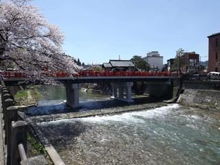 立山雪壁•合掌村•富士芝櫻祭•三大百選名湯五日(午去晚回)