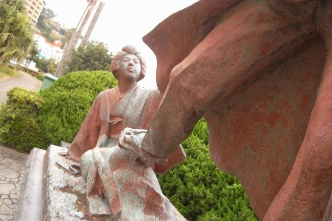 金色夜叉銅像