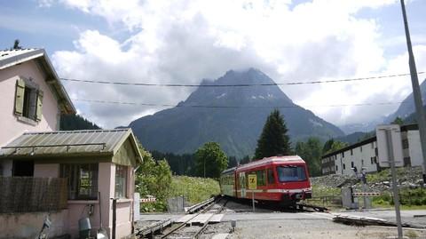 《全程瑞士鐵道頭等艙》~5大景觀列車4座瑞士名峰3趟遊湖2間米推/高帽餐~鐵道11日