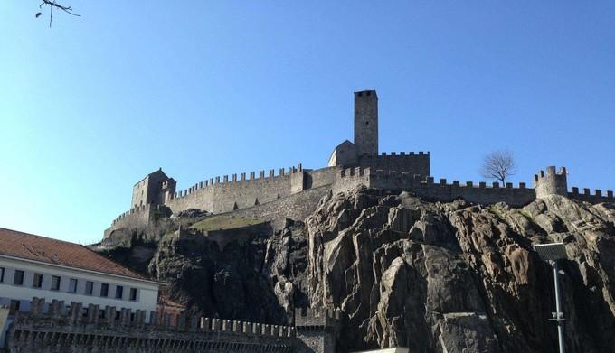 貝林佐納城堡