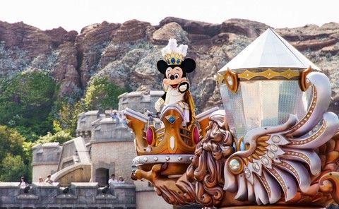 《東京瘋樂園》箱根遊船、御殿場OUTLET、麗莎&卡斯柏城鎮、水蜜桃採果趣、卡奇纜車、迪士尼樂園、溫泉五日【午去晚回】