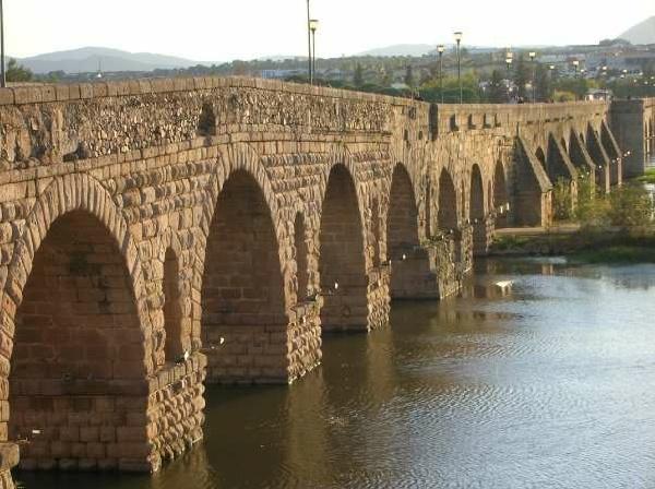 梅里達羅馬拱橋