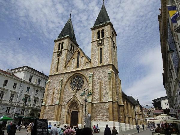 聖母聖誕主教座堂 (塞拉耶佛)