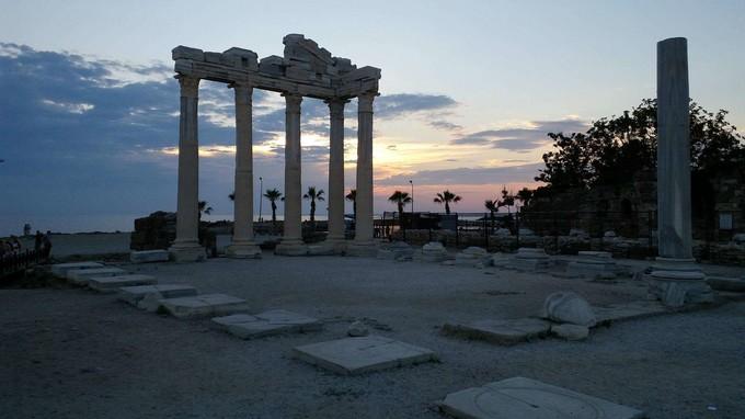 阿波羅與雅典娜雙神殿