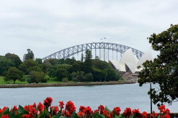 推薦東澳雙城8日-雪梨/墨爾本~神仙企鵝、南半球最大摩天輪、藍山國家公園、雪梨歌劇院~8天5夜★贈送全程小費+WIFI★