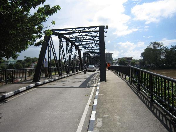 拜縣二戰紀念鐵橋