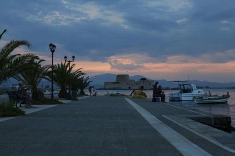 《寒假春節特惠》【冬戀愛琴海】酷航希臘~天空之城、阿拉霍瓦山城、世界中心、伯羅奔尼撒半島、愛琴海三小島10日之旅