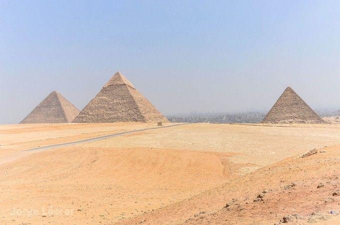 吉薩金字塔群