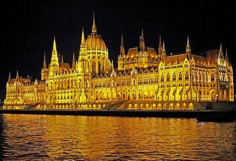 ◆魅力歐洲◆盡覽東歐密境-柏林、波蘭華沙、匈牙利12天【中段飛機、雙高鐵、雙遊船、六晚五星首都連泊、WIFI】