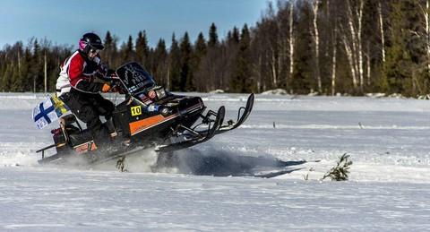 雪地摩托車拉行之雪橇