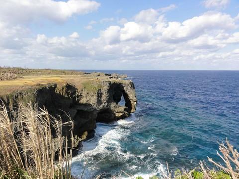 《沖繩好好玩》HAPPY GO四日∼海洋博.萬座毛.瀨長島.A級飯店<華航晚去晚回>