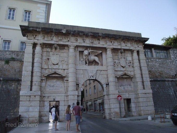 札達爾羅馬城門