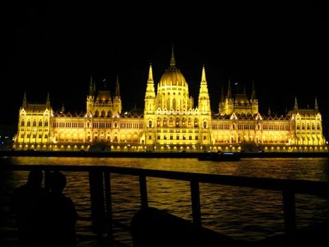 魅力歐洲~五星小東歐精選、來回豪經艙、最美咖啡館童話城堡、多瑙河遊船、集中營、地下鹽礦城之旅12日 優惠方案:送小費!