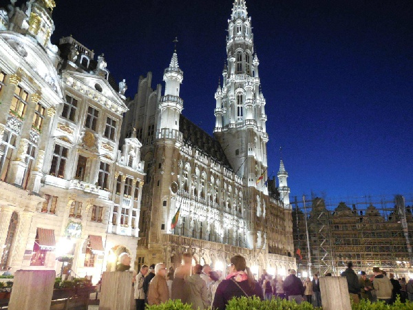 魅力歐洲~法比荷、巴黎折扣季、特色三遊船、鹿特丹綜合市場、船屋飯店8日