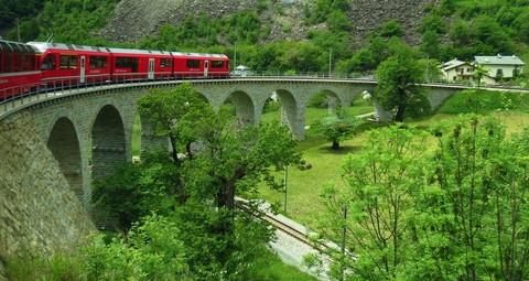 瑞士阿爾卑斯峰雲會12天~四大名峰、三大景觀列車、全球最陡滾輪列車、溫泉、高山健行、遊船、五星一晚