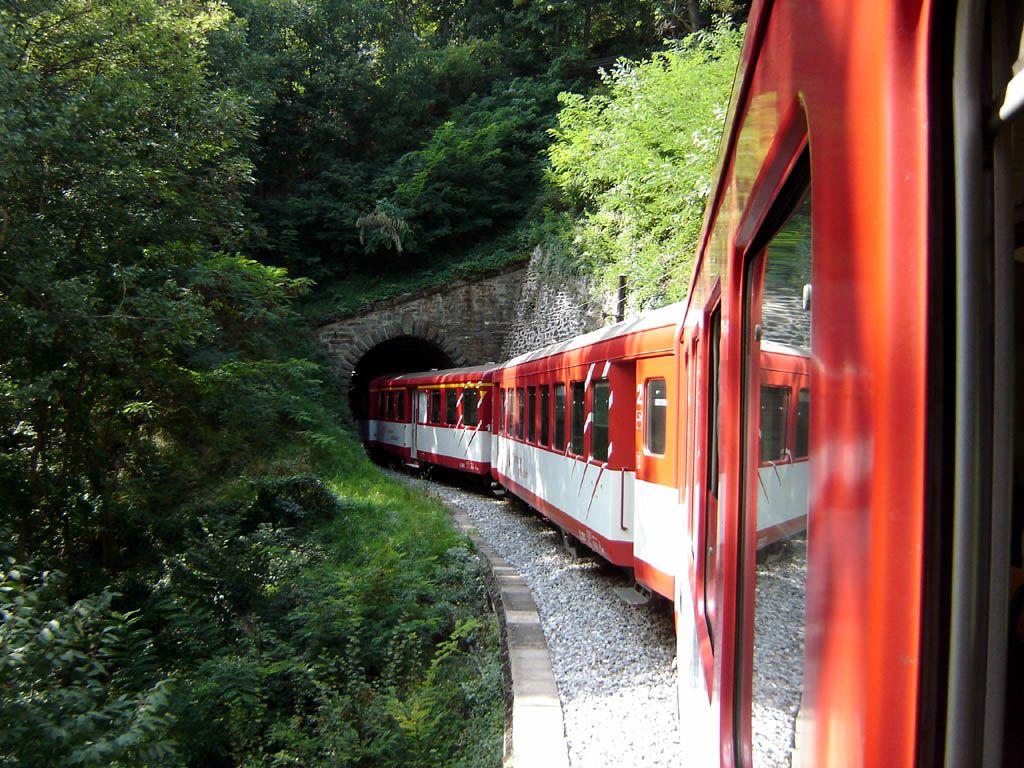 《國泰港龍知旅》瑞士10天-阿爾卑斯擁攬群峰四大名峰.黃金列車.冰河列車(含小費)