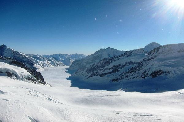 《全程瑞士鐵道頭等艙》~5大景觀列車4座瑞士名峰3趟遊湖2間米推/高帽餐1晚五星~鐵道11日