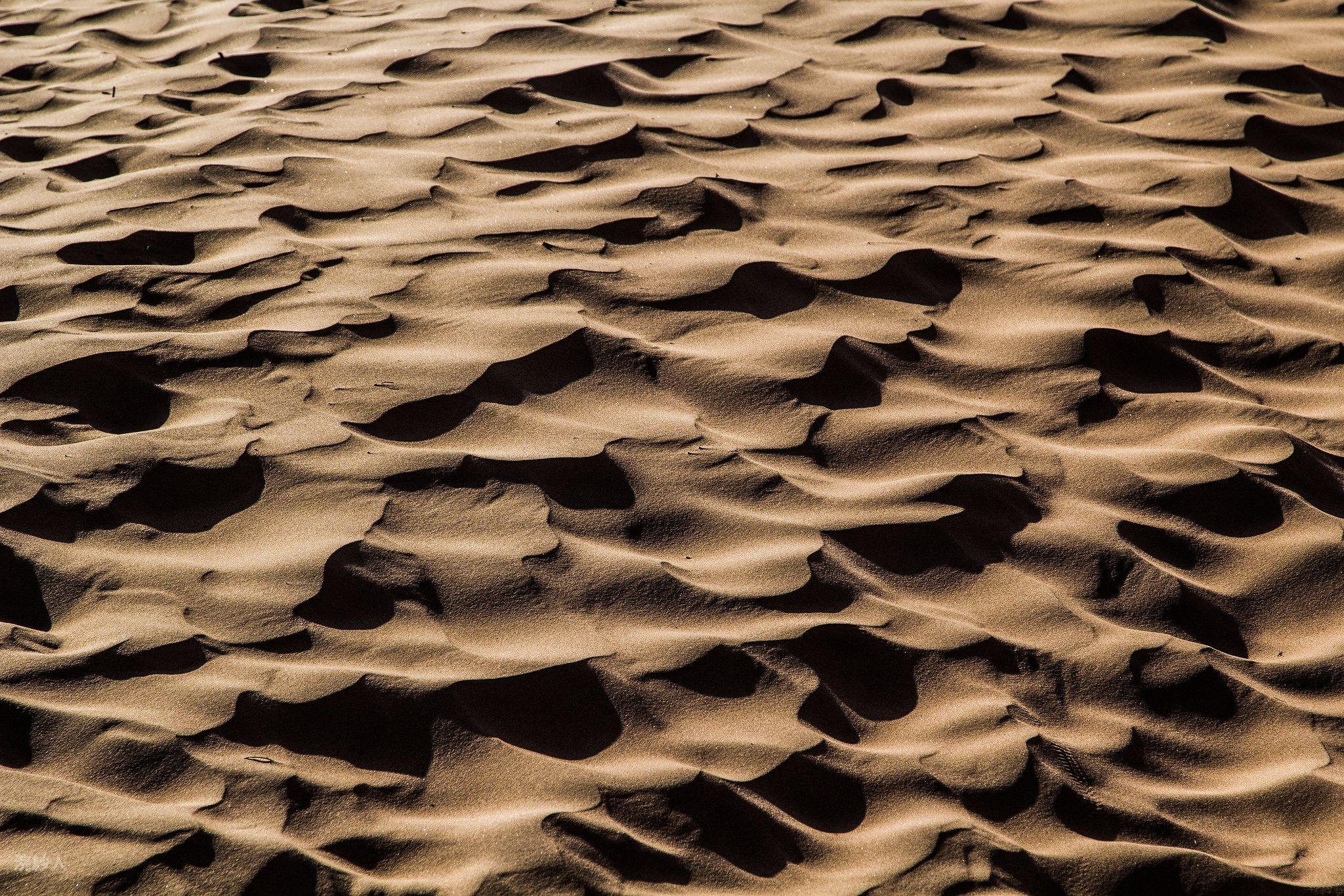 寧夏之美~景泰黃河石林、沙坡頭+黃河3D玻璃橋、須彌山石窟、升等兩晚凱賓斯基八日[含稅]