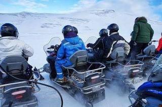 ◆魅力歐洲◆北歐~冰島魔幻極光英倫9天【賞極光遊船、雪上摩托車、騎馬體驗、冰河健行、傑古沙龍冰河湖、藍湖溫泉、WIFI】
