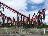富士急遊樂園 超大型滾輪式雲霄飛車