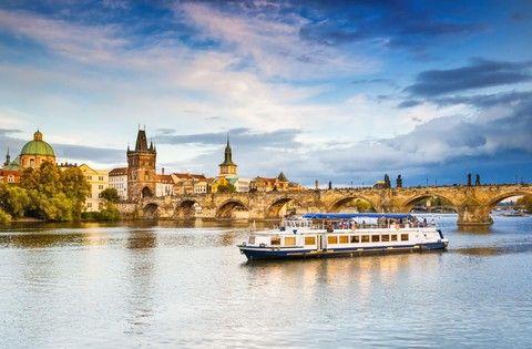魅力歐洲【五星小東歐精選12日】~來回豪經艙、最美咖啡館童話城堡、多瑙河遊船、集中營、地下鹽礦城之旅 送小費+WIFI機(兩人一台)