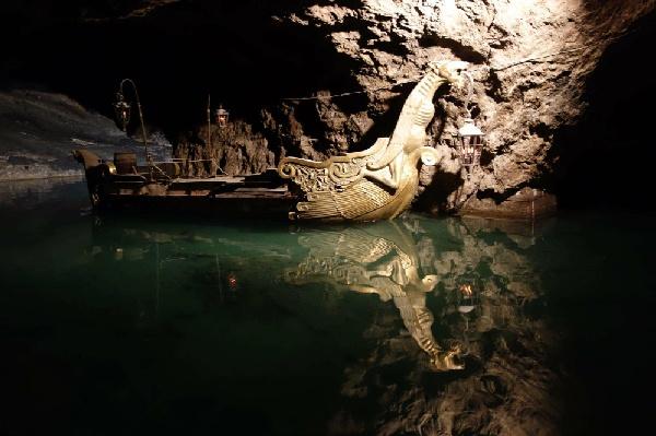 地下湖遊船