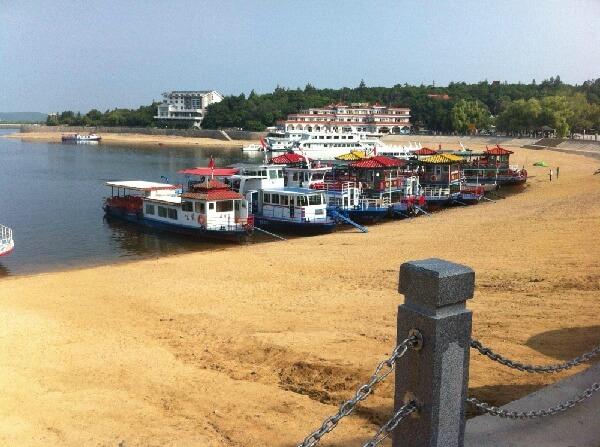 鏡泊湖景區遊船