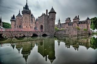 【主題旅遊】歐洲親子 主題博物館、古堡、歐式森林童話遊樂園、OUTLET、木屐彩繪、剩食餐廳 純荷秋冬8日