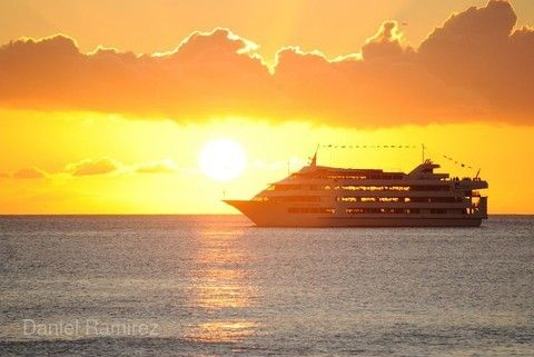夏威夷愛之船夕陽夜宴遊