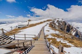 藍月山谷石卡雪山景區