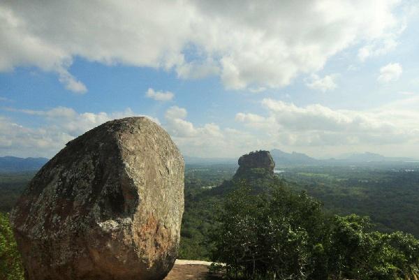 斯基里亞獅子岩