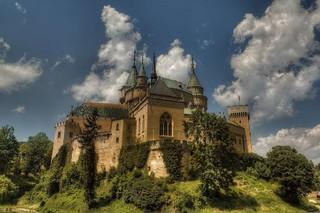 魅力歐洲~東歐12日-童話城堡、雙遊船、集中營、地下鹽礦城、七晚五星飯店之旅 優惠方案:送小費