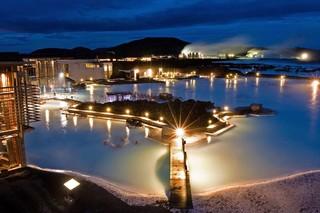 【年終特賣會】冰島 極光船、冰河健行、雪上摩托車、藍色溫泉湖、倫敦 8天