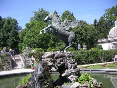 五星奧地利.捷克~米其林、湖區、雙城堡皇宮、遊船登塔十天