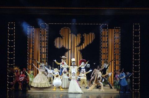 《暑假特選》香港迪士尼樂園3日遊(含樂園2日門票,蠟像館幕後之旅,漫步舊城中環)