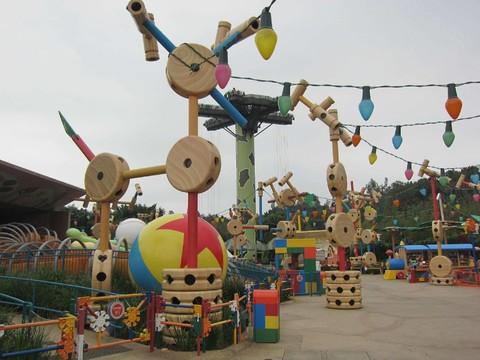 《旅展折$1000》香港天際100.迪士尼樂園.海洋公園雙樂園3日遊【台中出發】
