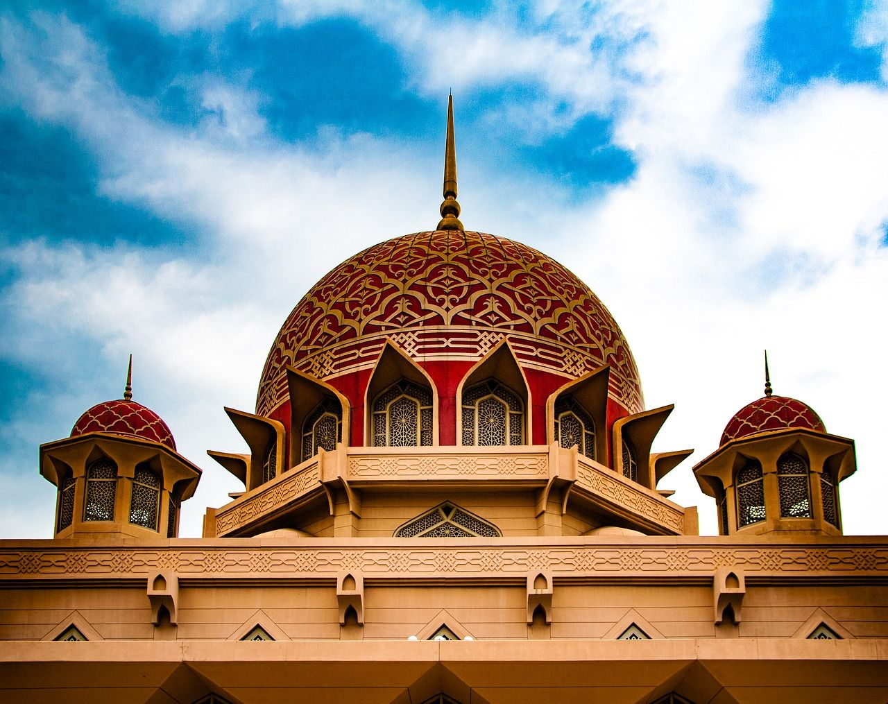 《升等一晚五星吉隆坡X三好禮》經典馬來西亞~大紅花海上VILLA二晚、黃金海岸樂翻天、SKYTOWER玻璃走廊5日