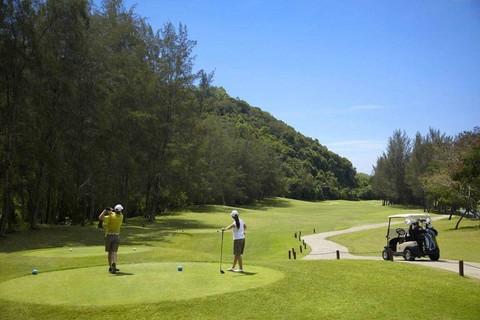 沙巴高爾夫球5日-2人成行3場球、五星麥哲倫酒店【商務艙】
